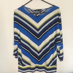 Comfortable little chevron striped top   Size L